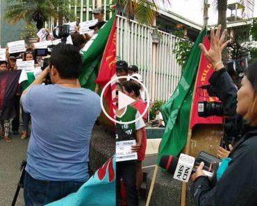 ABS-CBN reporter rehearses anti-martial law protesters